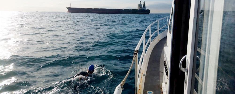 Maarten zwemt kanaal over
