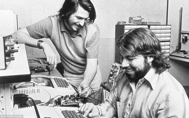 Wozniak en Jobs bouwen eerste Apple computer
