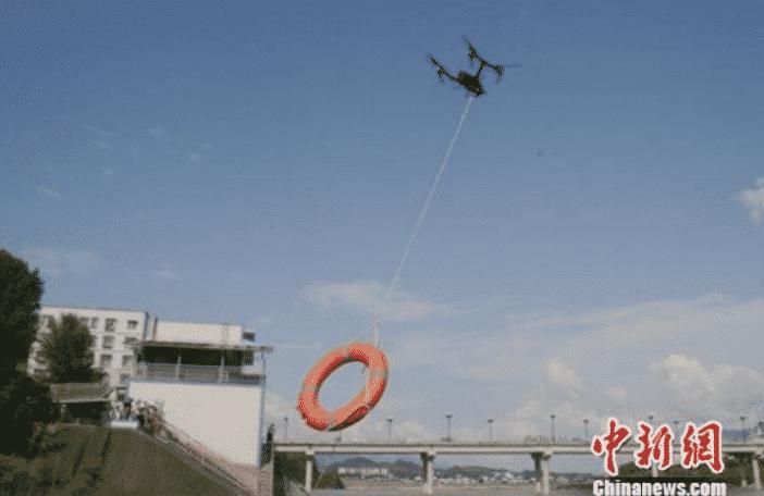 Drone met reddingsboei