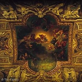 Onderdeel van de Apes**t tour in het Louvre